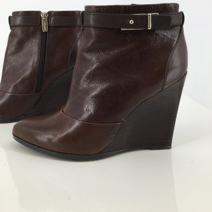 Coach Brown Leather Ankle Boots Size 7 - THESE BROWN HEELED COACH BOOTIES ARE TOO CUTE! THEY HAVE A POINTED TOE AND A SLIM WEDGE HEEL. THEY ARE GENTLY WORN WITH SOME MINOR WEAR AND SCRATCHES ON THE LEATHER AND SOME WEAR ON THE BACK OF THE LEFT HEEL (SEE PHOTOS)..
