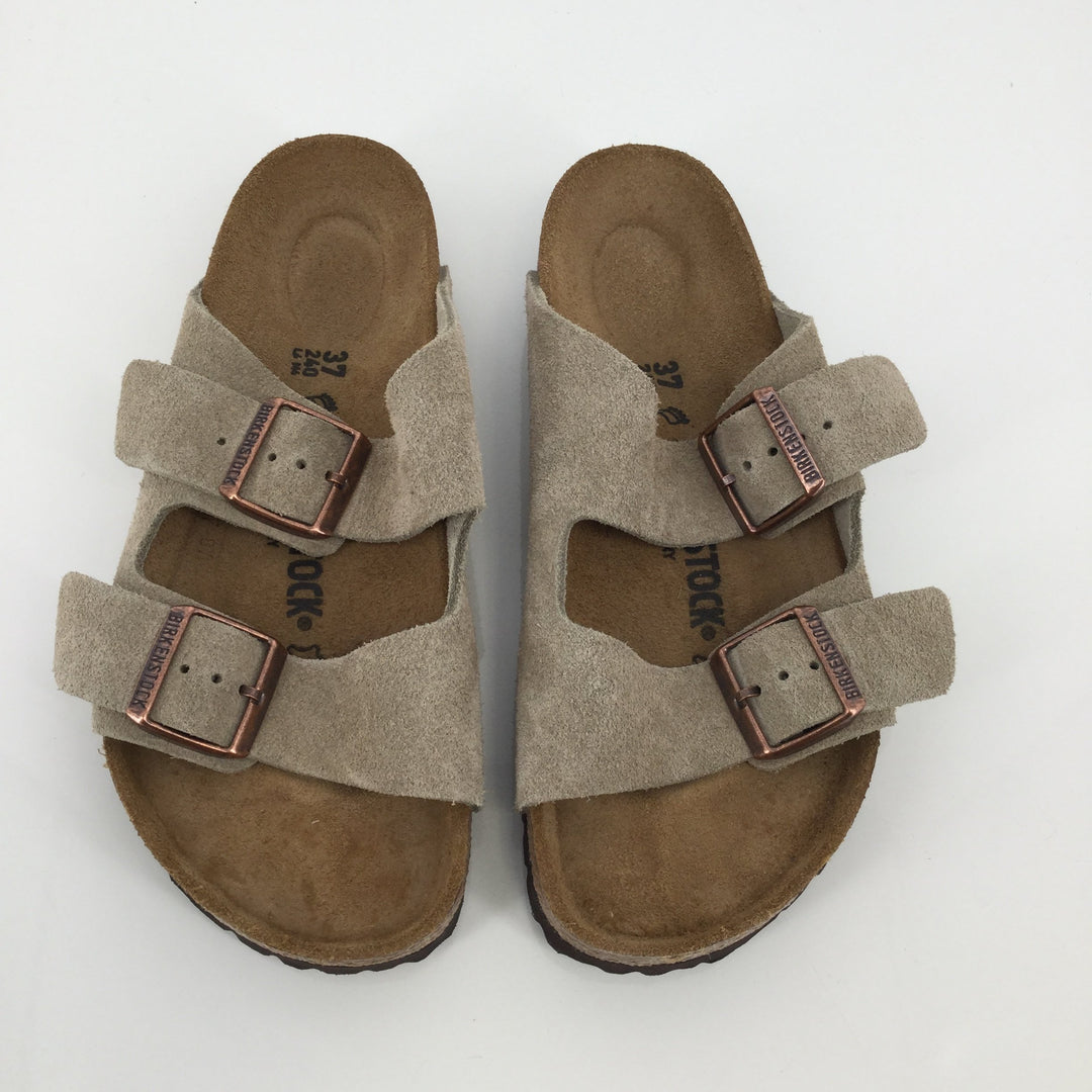 Birkenstock Tan Sandals Size 6.5 - <P>BIRKENSTOCKS ARE ONE OF THE MOST POPULAR AND COMFORTABLE SANDALS FOR SUMMER! THESE TAN BIRKENSTOCKS ARE IN VERY GOOD CONDITION! THEY ARE VERY CLEAN ON BOTH THE BOTTOM AND TOP (SEE PHOTOS FOR MORE DETAILS).</P>