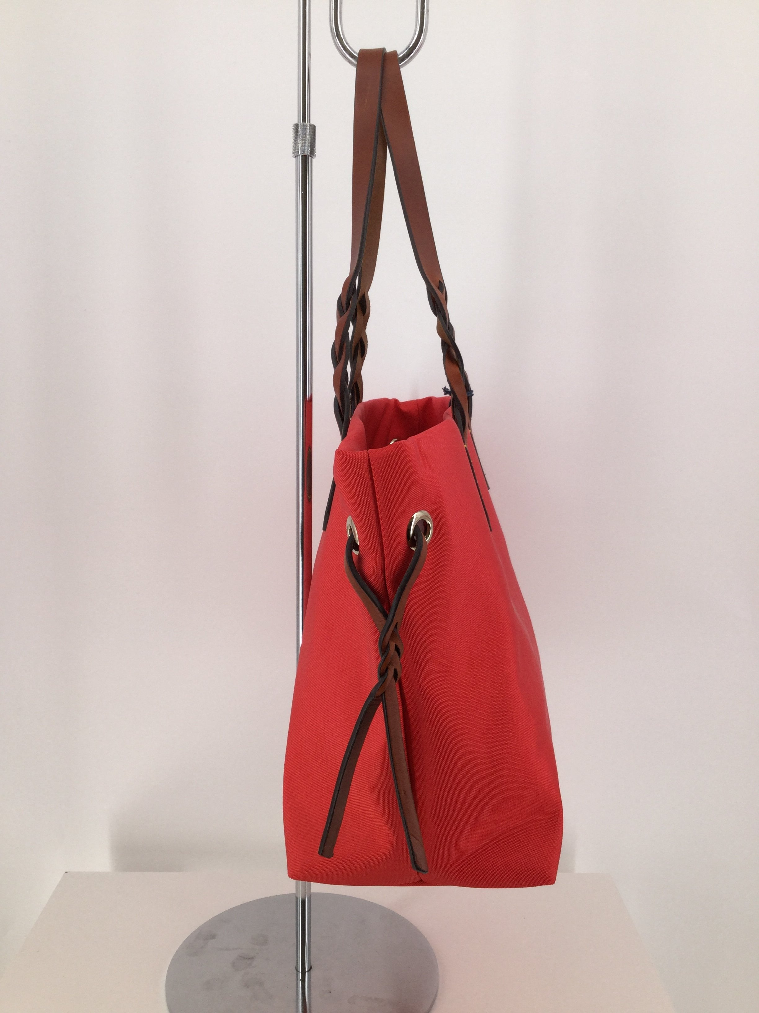 Dooney And Bourke, Strawberry Red, Size Large - <P>BEAUTIFUL STRAWBERRY RED DOONEY AND BOURKE. MEASURES 12 INCHES TALL AND 18 INCHES WIDE. LIKE NEW CONDITION, (SEE PHOTOS).</P>