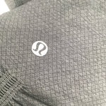 Charcoal Lulu Lemon Athletic Cropped Leggings Size:6 - <P>CHARCOAL LULU LEMON ATHLETIC CROPPED LEGGINGS SIZE:6. THICK WAISTBAND AND DIAMOND PATTERN ON THE BOTTOM PART OF LEGGING. IN GOOD USED CONDITION.</P>