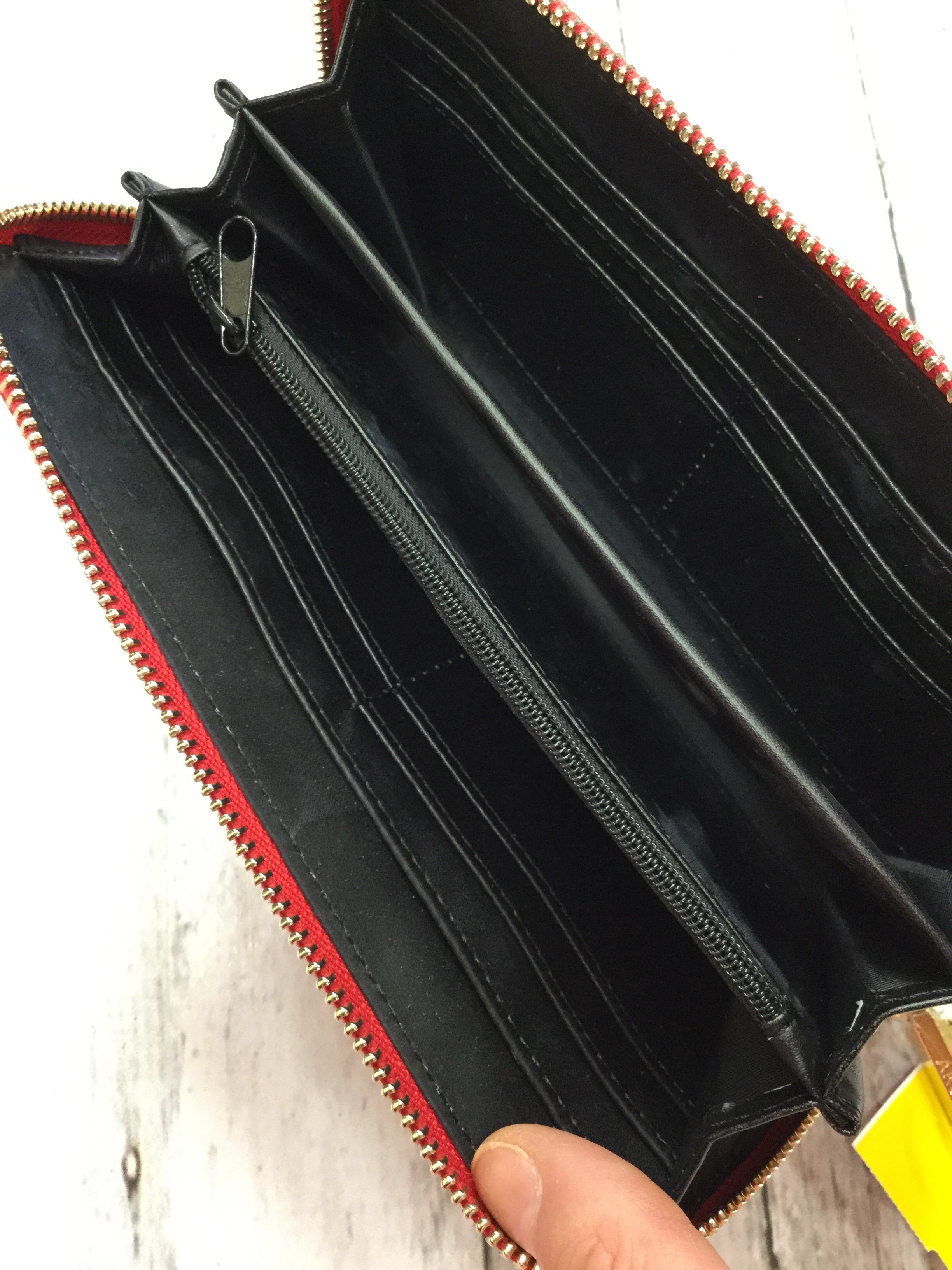 Photo #2 - BRAND:    CMD <BR>STYLE: WRISTLET <BR>COLOR: RED <BR>OTHER INFO: ARCADIA - ARCADIA <BR>SKU: 127-4903-113