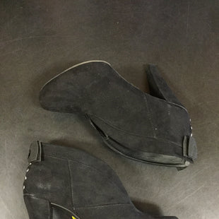 Primary Photo - BRAND: GUESS STYLE: BOOTS ANKLE COLOR: BLACK SIZE: 9 SKU: 127-4169-35192MINOR WEAR AND MARKINGS ON THE OUTSIDE BUT GENERALLY IN GOOD CONDITION.