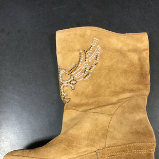 Primary Photo - BRAND: REBA STYLE: BOOTS ANKLE COLOR: TAN SIZE: 9 SKU: 127-3371-46280THESE BOOTS HAVE A RHINESTONE PATTERN ON THE FRONT. THEY ARE IN GOOD CONDITION AND VERY CLEAN.