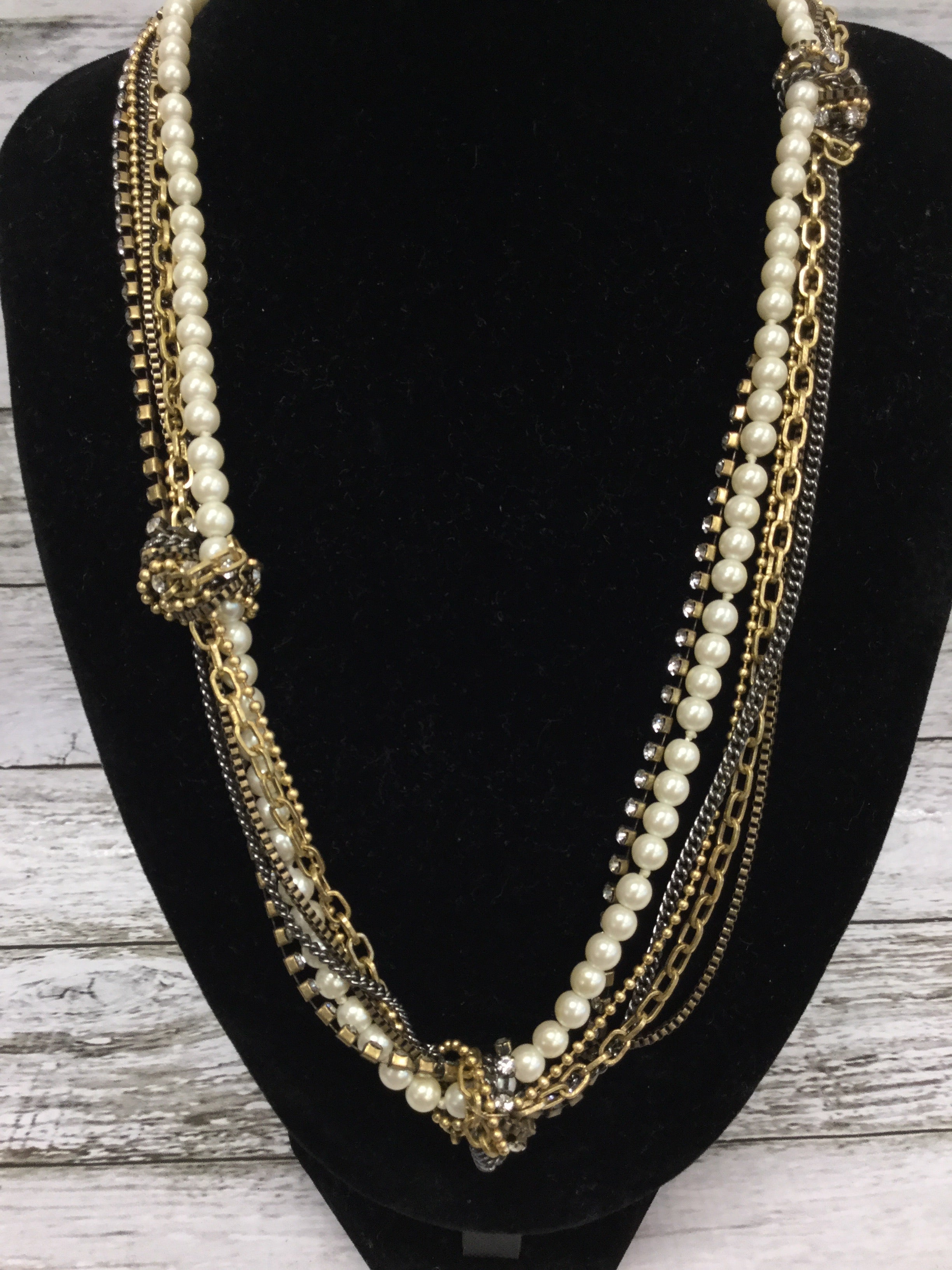 Photo #1 - BRAND: J CREW , STYLE: NECKLACE , COLOR: GOLD , SKU: 127-2767-89764, , GOLD AND PEARL J CREW NECKLACE IN GREAT CONDITION!