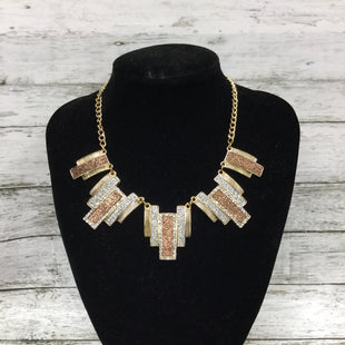 Primary Photo - BRAND:    CMD STYLE: NECKLACE SET COLOR: GOLD SKU: 127-2767-89389NECKLACE AND MATCHING EARRINGS SET!