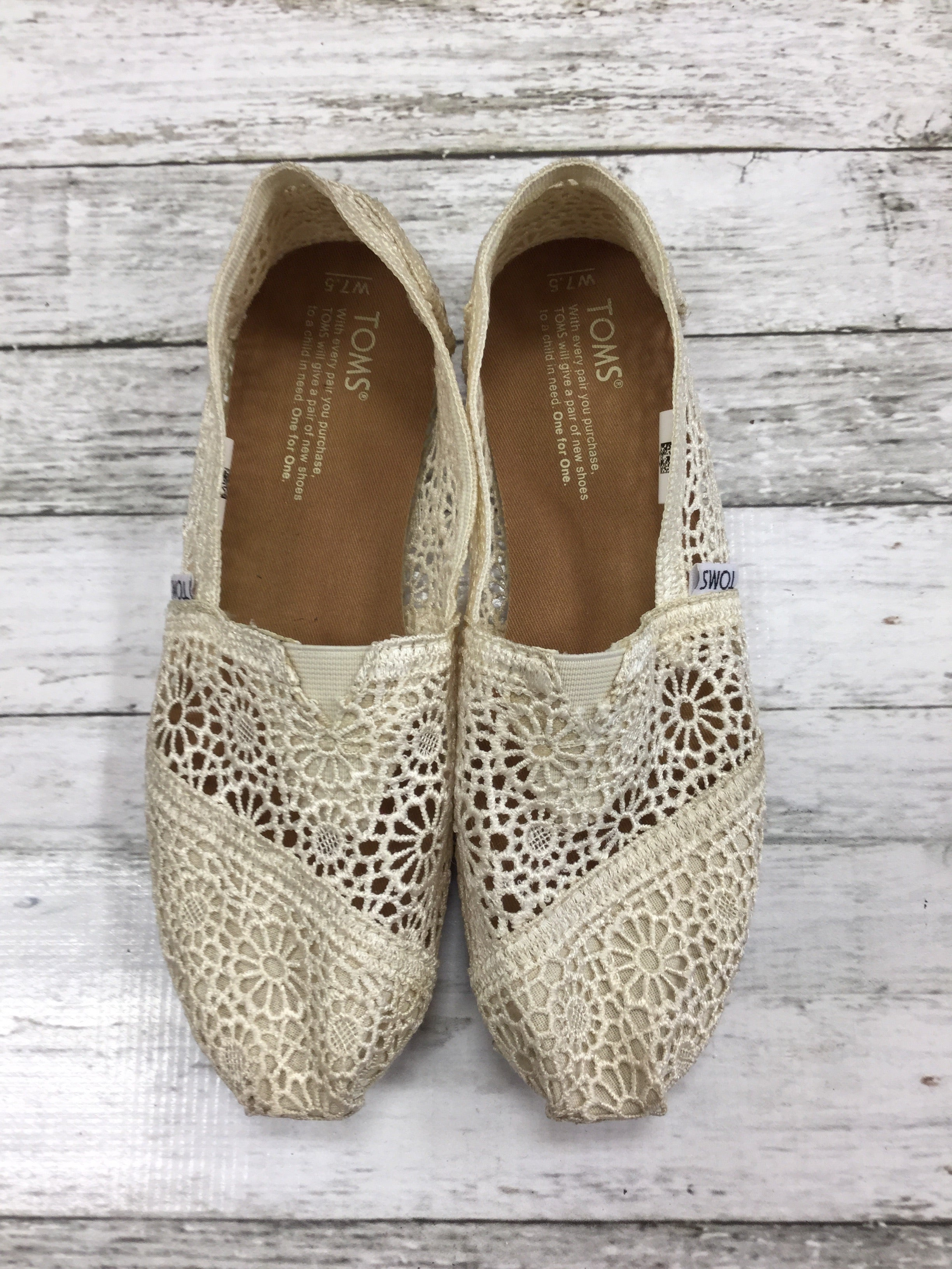 Primary Photo - BRAND: TOMS <BR>STYLE: SHOES FLATS <BR>COLOR: WHITE <BR>SIZE: 7.5 <BR>SKU: 127-4931-108
