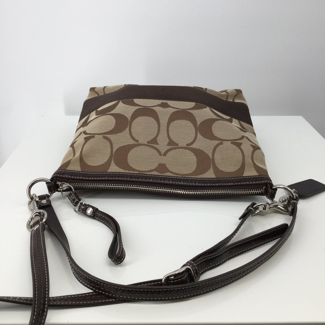Coach Designer Handbag, Brown, Large - <P>LIVE LARGE AND LOOKING PRETTY WITH THIS BROWN COACH DESIGNER HANDBAG. CAN BE WORN OVER THE SHOULDER OR AS A CROSSBODY. ONLY $70.</P>