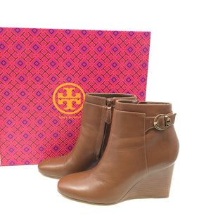 Tory Burch Boots Ankle Size:6.5 - BROWN TORY BURCH ANKLE BOOTS WITH WEDGE HEEL. GOLD DETAILING WITH THE BUCKLE. ZIPPER ON THE INSIDE OF EACH BOOT. SIZE 6.5 AND COMES WITH THE BOX..