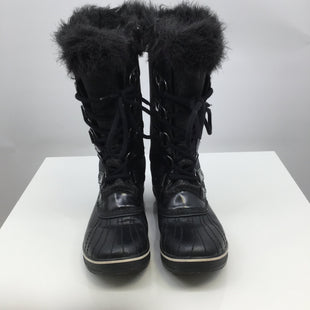 Sorel Boots, Black, Size 10 - GOING ON A SKI TRIP? OR EVEN JUST NEED SOME EVERYDAY WINTER BOOTS? WE HAVE THE PERFECT ONES FOR YOU! THESE SOREL SIZE 10 BOOTS COME TO ABOUT MID CALF TO KEEP THOSE FEET AND ANKLES WARM IN THE SNOW. THEY ARE BLACK IN COLOR WITH SOME ADDED SPARKLE! MAKE THEM YOURS TODAY FOR JUST $75!.