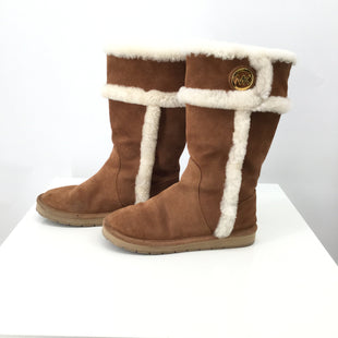Michael Kors Boots Knee Size:8 - TAN MICHAEL KORS  SIZE 8 BOOTS WITH WHITE DETAILING AND GOLD LOGO..