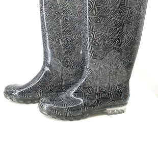 Toms Boots Rain Size:10 - BLACK TOMS RAIN BOOTS SIZE 10. BLACK AND WHITE TRIANGULAR DESIGN..