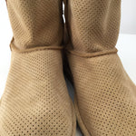 Tan Ugg Ankle Boots - <P>CHECK OUT THESE SUPER CUTE TAN UGG ANKLE BOOTS! PERFECT FOR ALL SEASONS, IF YOU WILL. SOME MINOR CONDITION (PILLING) AND A SMALL STAIN ON THE OUTSIDE OF LEFT SHOE (SEE PHOTOS).</P>