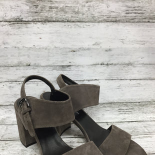Primary Photo - BRAND: STUART WEITZMAN STYLE: SANDALS COLOR: GREY SIZE: 11 SKU: 127-3371-46704THESE STUART WEIZMAN SANDALS ARE IN GREAT CONDITION. (SEE PHOTOS FOR DETAILS)