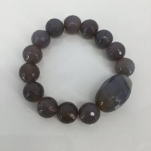 Agate Grey Bracelet - GREY AGATE BRACELET. ONE SIZE (STRETCHES TO FIT WRIST). VERY GOOD CONDITION WITH LITTLE TO NO WEAR..