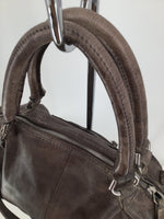 Liebeskind - <P>THIS GENTLY WORN LIEBESKIND HANDBAG IS BEAUTIFUL INSIDE AND OUT. MEASURES 10 INCHES TALL AND 19 INCHES WIDE. COMES WITH SLEEPER BAG. MAKE HER YOURS FOR ONLY $80.</P>