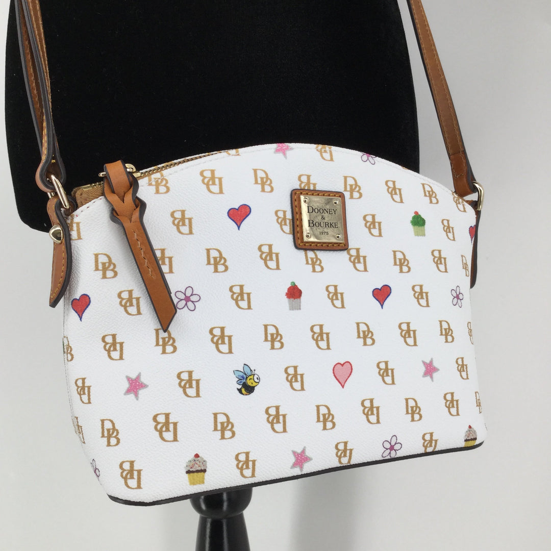 White Dooney And Bourke Leather Crossbody - <P>BOTH THE INSIDE AND OUTSIDE OF THIS WHITE CROSSBODY ARE SPOTLESS! THIS BAG IS IN EXCELLENT CONDITION AND IT FEATURES THE CUTEST PATTERN!</P>