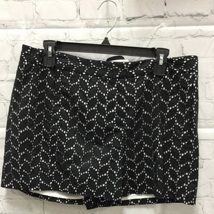 Primary Photo - BRAND: VINCE CAMUTO STYLE: SHORTS COLOR: BLACK WHITE SIZE: 10 OTHER INFO: NEW! SKU: 127-3371-43903