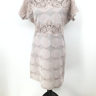 NEW! Free People Dress Short Ss Size:l - NEW WITH TAG!! TAN FREE PEOPLE DRESS SIZE LARGE. LACE DETAILING WITH WHITE STRIPES. ALSO HAS A DIAMOND PATTERN EFFECT TO THE DRESS AS WELL..