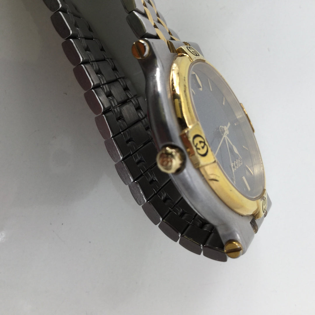 Gucci Silver Watch With Gold Trim - <P>BEAUTIFUL GUCCI WATCH! MINOR WEAR AROUND THE FACE OF THE CLOCK. CHIC GOLD DETAIL AROUND THE FACE AND STRAP OF THE WATCH. SNAP CLASP. IN GOOD PRE-OWNED CONDITION. CONTAINS 3 EXTRA LINKS.</P>