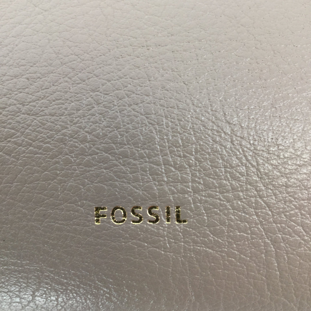 Fossil Handbag Size Medium - <P>GREY, SILVER AND WHITE FOSSIL CROSSBODY HANDBAG IN GREAT CONDITION WITH A SMALL BLACK SPOT ON THE BACK (SEE PHOTOS).</P>