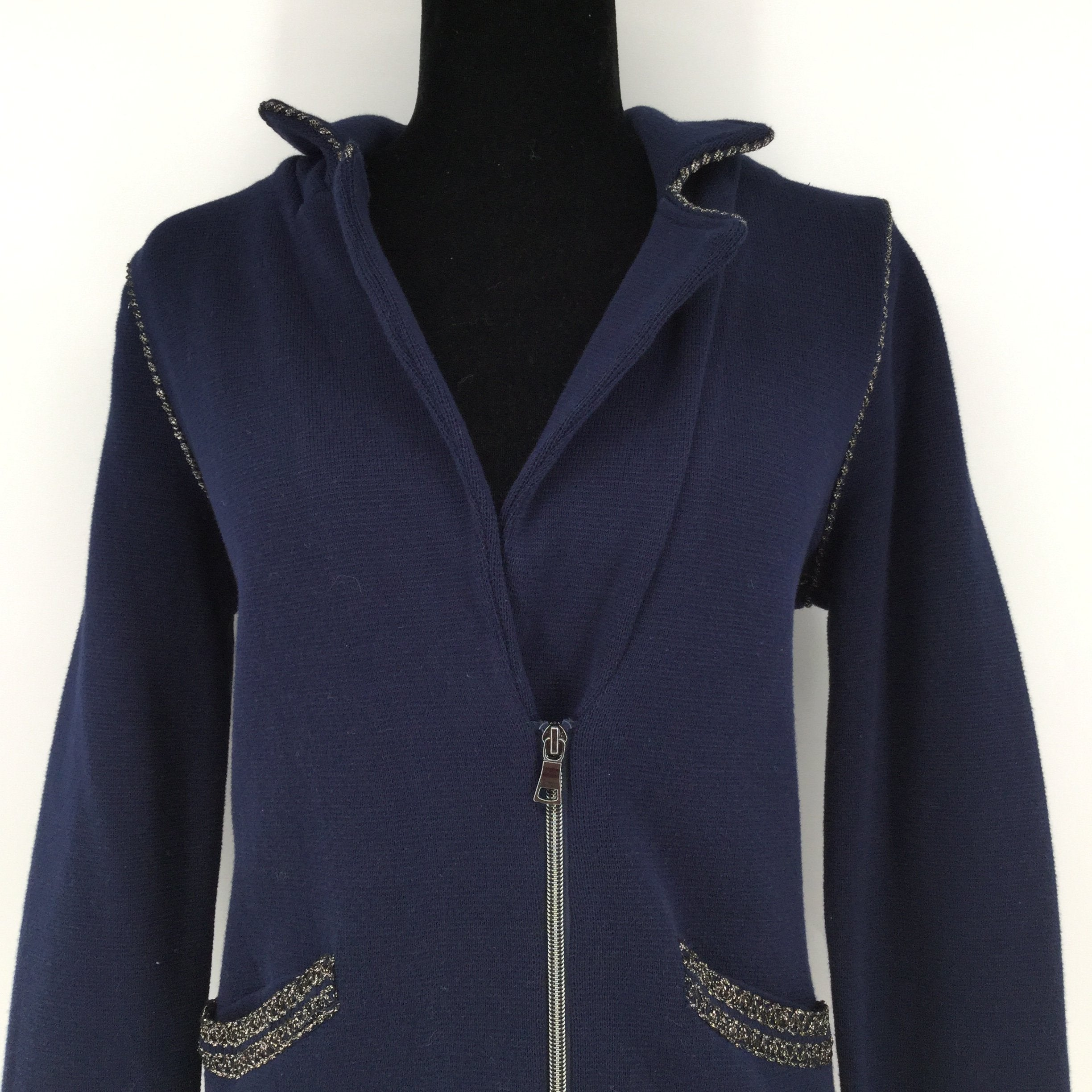 Chicos Blazer Jacket, Blue, Size: Medium - <P>THIS CLASSY CHICOS BLAZER JACKET IS NAVY BLUE WITH SILVER DETAILS ALONG THE SEAMS. IT IS IN VERY GOOD CONDITION WITH THE ORIGINAL TAG STILL ATTACHED.</P>