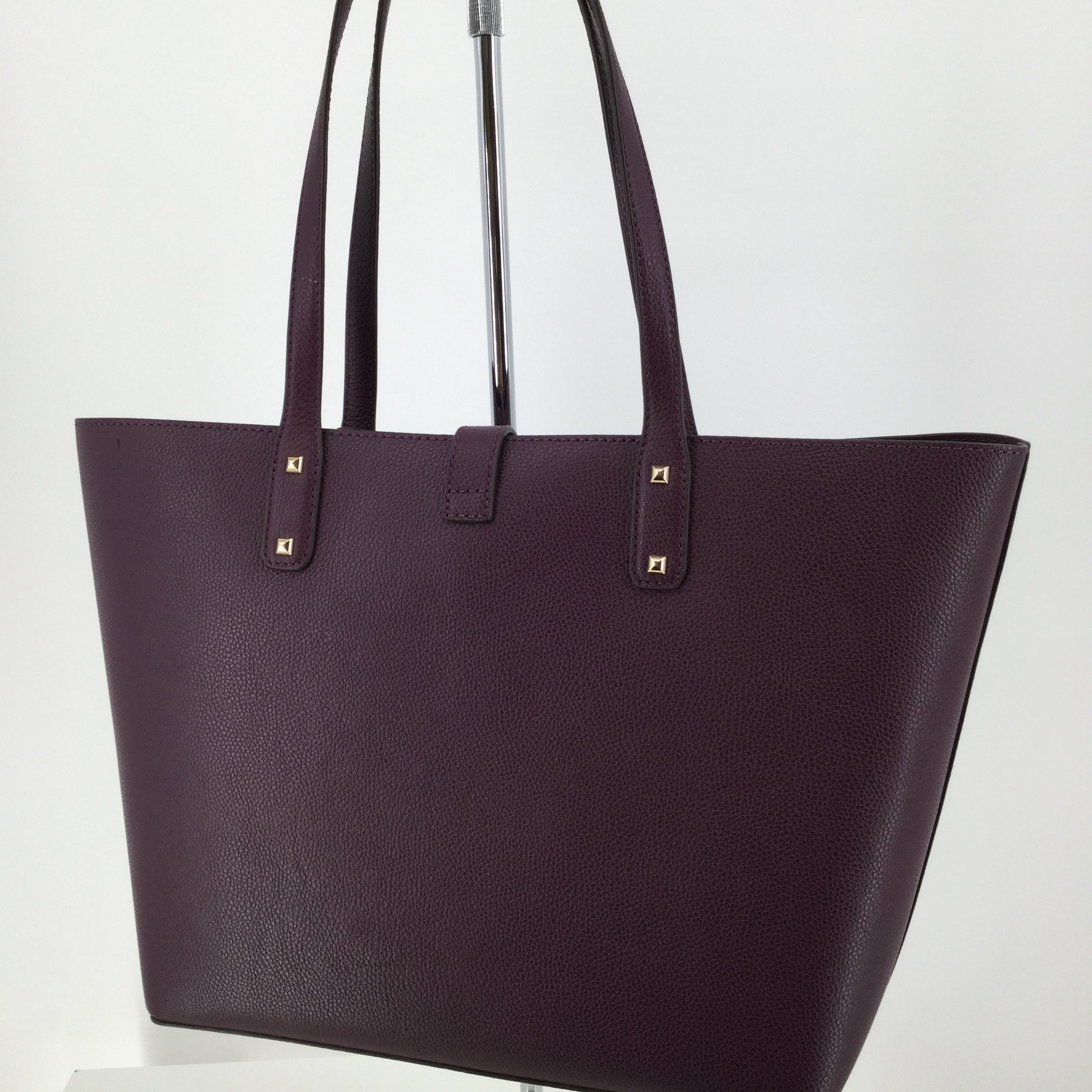 Michael Kors Designer Handbag, Leather, Purple, Size: Large - <P>THIS PURPLE MICHAEL KORS IS LARGE ENOUGH TO FIT EVERYTHING YOU NEED! IT IS IN VERY GOOD CONDITION WITH LITTLE TO NO WEAR.</P>