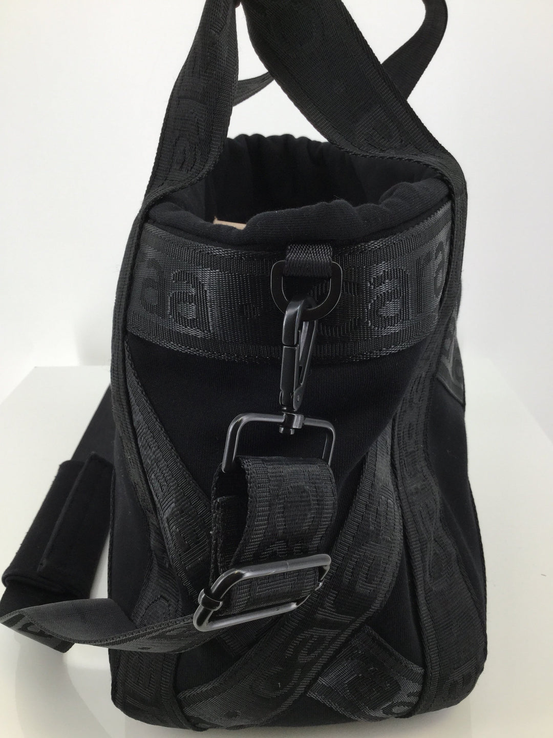Caraa Sport Crossbody Handbag, Black, Size Large - <P>GOING TO THE GYM AND NEED A GREAT BAG? WE HAVE THE PERFECT ONE FOR YOU! THIS CAN BE WORN AS A CROSSBODY OR A HANDBAG. HAS A DRAWSTRING TO OPEN/CLOSE THE BAG. PLENTY OF SPACE ON THE INSIDE FOR ALL YOUR GYM GEAR. GENTLY WORN, (SEE PHOTOS).</P>