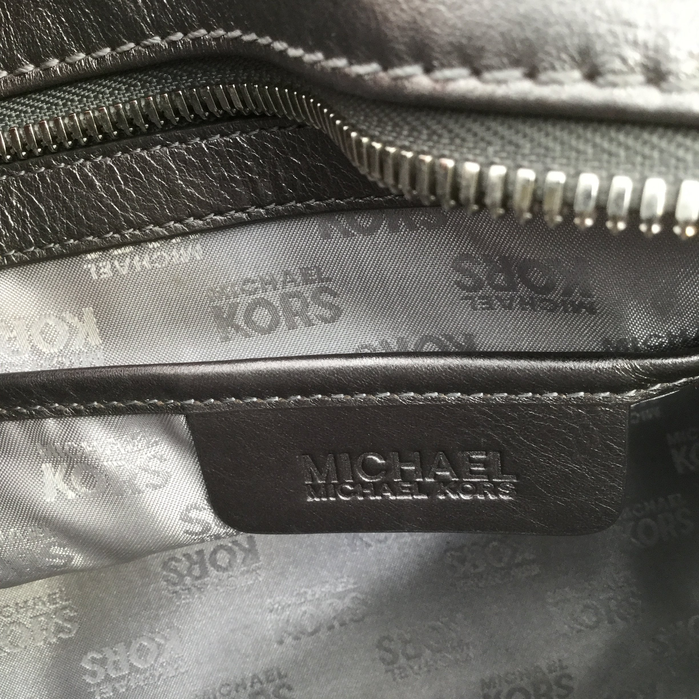 Silver Michael Kors Leather Designer Handbag - <P>THIS MICHAEL KORS HANDBAG HAS SO MANY GREAT DETAILS! THE BAG HAS SOME MINOR CONDITION ISSUES (SEE PHOTOS). THE INSIDE OF THE BAG IS VERY CLEAN!</P>