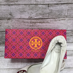 Primary Photo - BRAND: TORY BURCH STYLE: SHOES FLATS COLOR: IVORY SIZE: 7 OTHER INFO: AS IS SKU: 127-3371-45745THESE TORY BURCH FLATS ARE GENTLY USED AND COME WITH SOME WEAR ON THE BACK AND AROUND THE LOGO (SEE PHOTOS).