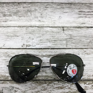 Primary Photo - BRAND: RAY BAN STYLE: SUNGLASSES COLOR: SILVER FRAME OTHER INFO: AVIATOR SKU: 127-4942-3660THESE AVIATOR SUNGLASSES ARE IN VERY GOOD CONDITION WITH JUST SOME MINOR WEAR ON THE LENSES.