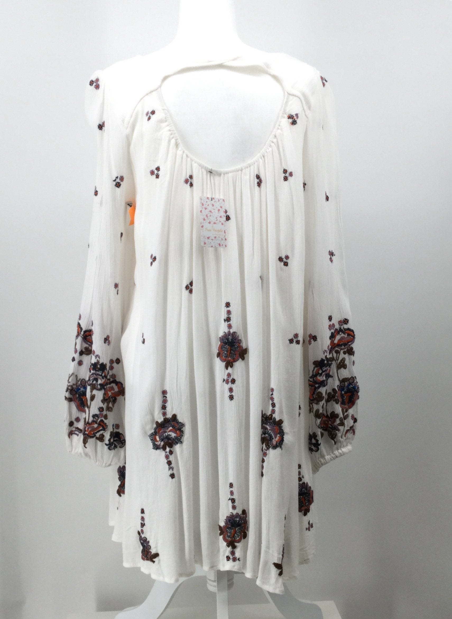 FREE PEOPLE DRESS SHORT LS SIZE:S - <P>FREE PEOPLE LONG SLEEVE DRESS WITH EMBROIDERY.,  SIZE S.,  NEW WITH TAGS.</P>