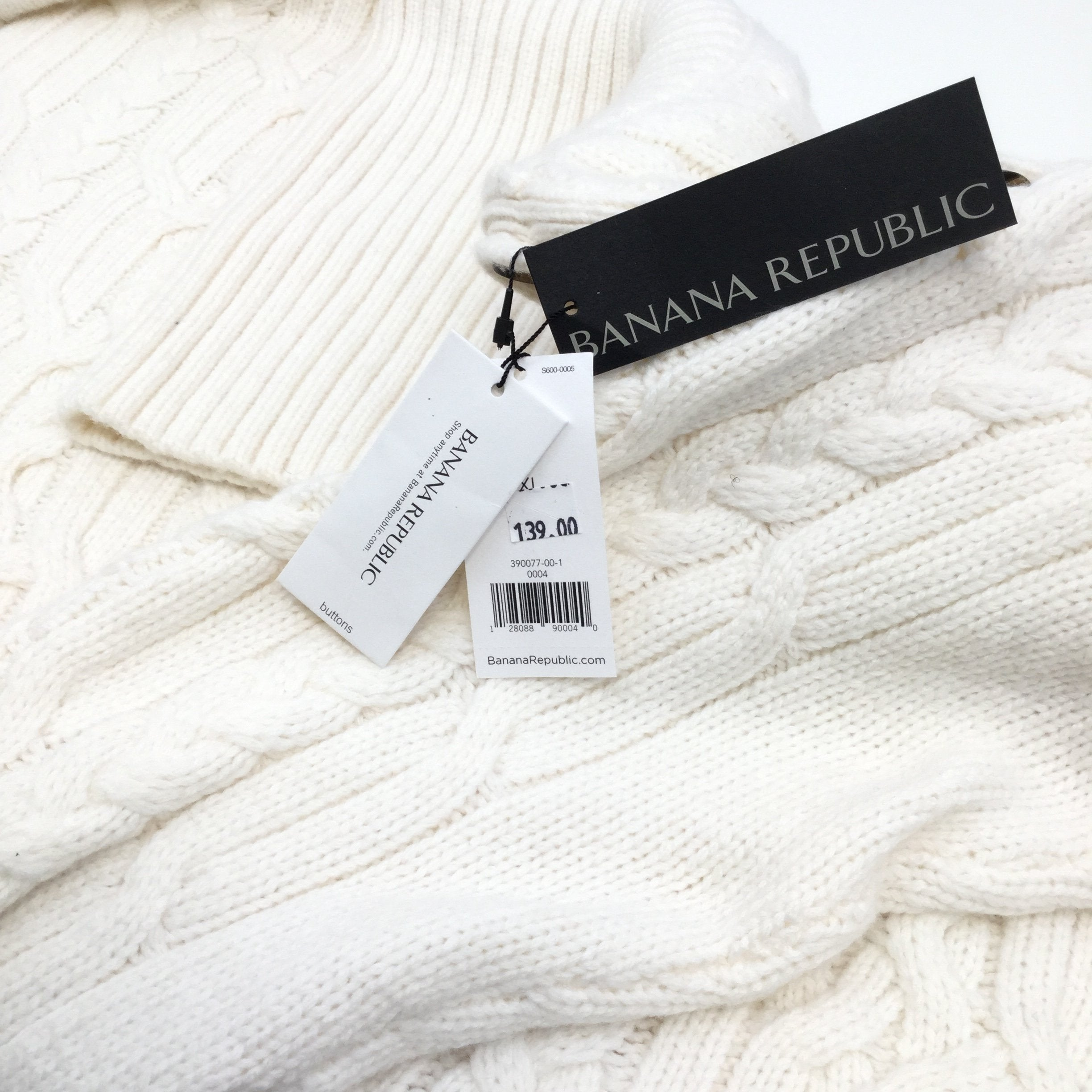 Banana Republic Sweater Heavyweight Size:xl - <P>BANANA REPUBLIC CREAM COLORED SWEATER WITH BUTTON NECK. SIZE XL MADE OF NYLON, POLYESTER AND MERINO WOOL.</P>