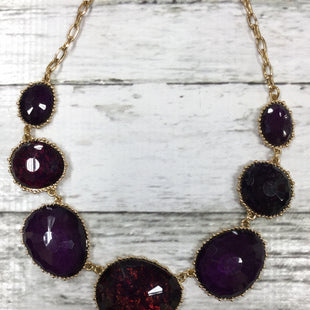 Primary Photo - DEEP PURPLE NECKLACE WITH SHORT CHAIN BRAND: CHARMING CHARLIE STYLE: NECKLACE COLOR: PURPLE SKU: 127-4072-2235