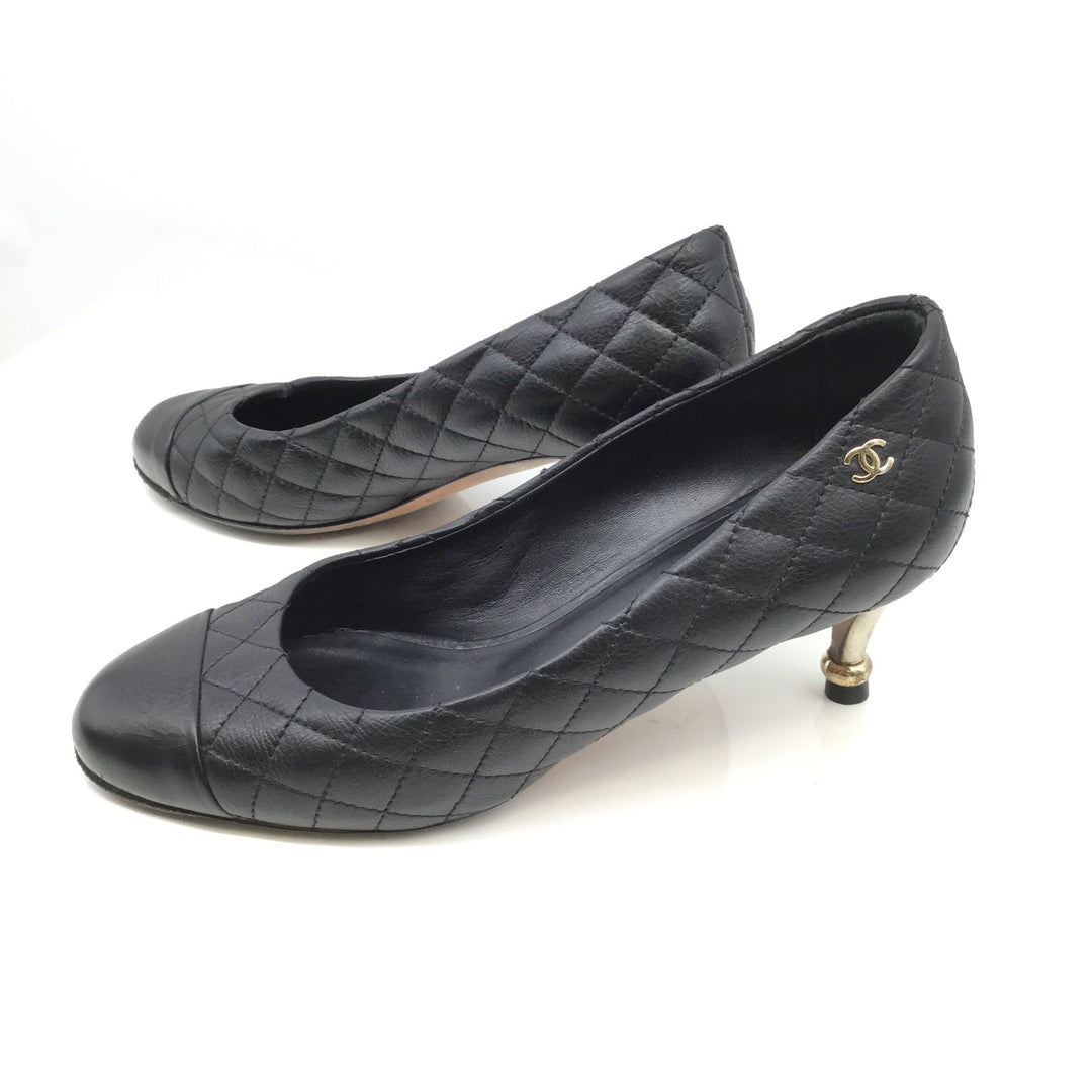 Chanel Black Leather Shoes Low Heel Size:6 - <P>PRE LOVED CHANEL LEATHER LOW HEELS SIZE 6. BLACK QUILTED PATTERN WITH GOLD DETAILING AND GOLD CHANEL LOGO ON OUTSIDE OF THE SHOE.<BR> E G30633</P>
