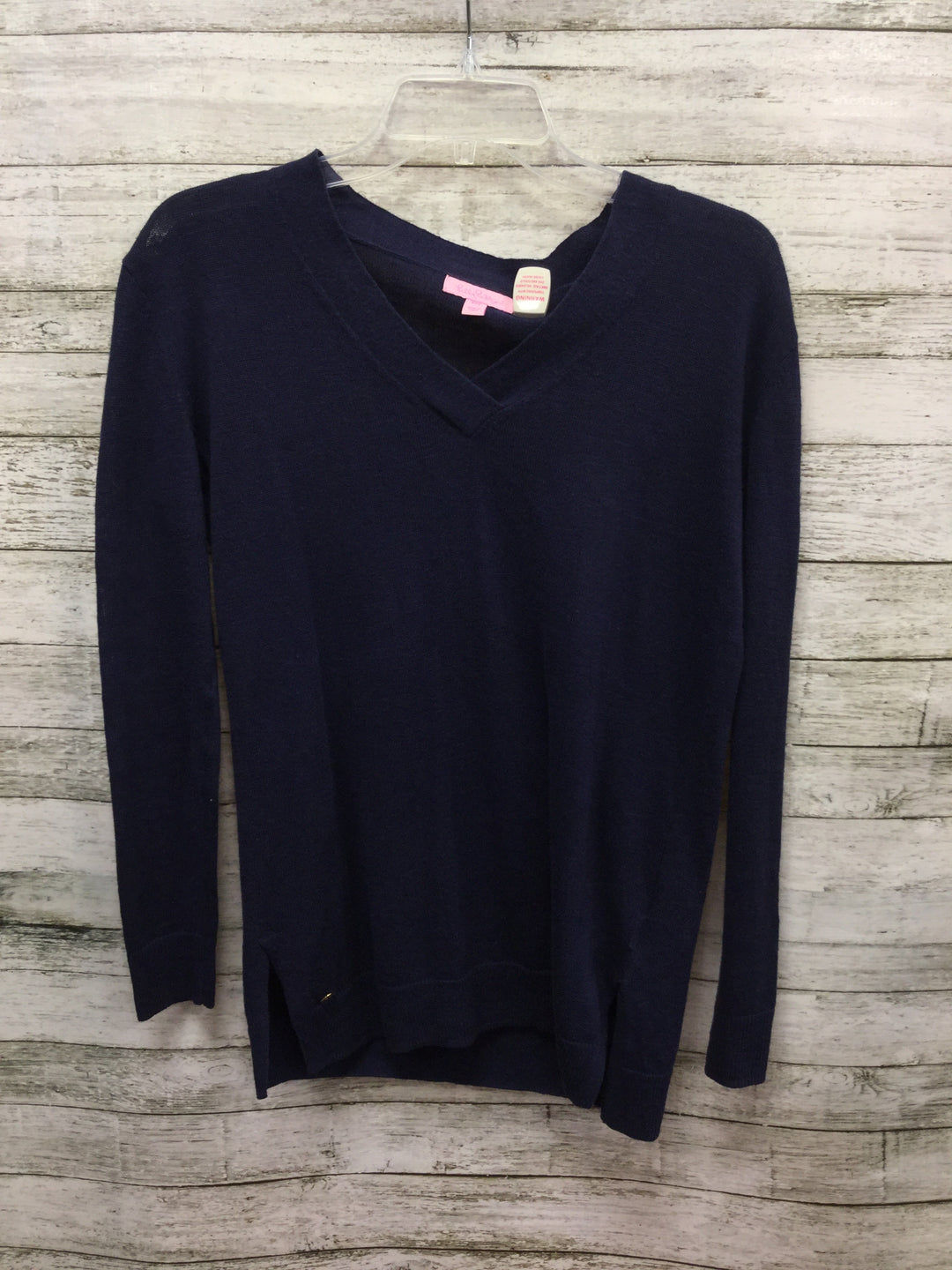 Primary Photo - BRAND: LILLY PULITZER , STYLE: SWEATER LIGHTWEIGHT , COLOR: NAVY , SIZE: XXS , SKU: 127-2767-92336, , NAVY BLUE V-NECK LILLY PULITZER SWEATER! MADE FROM 55% COTTON AND 45% LINEN.