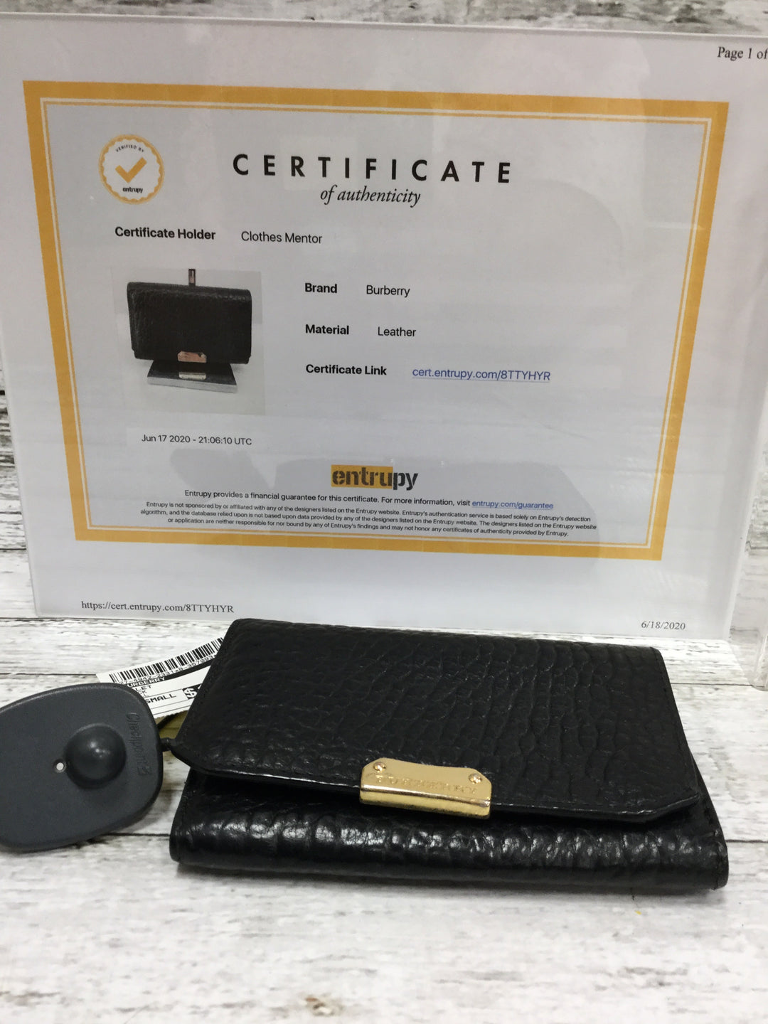 Photo #3 - <P>BRAND: BURBERRY , STYLE: WALLET , COLOR: BLACK , SIZE: SMALL , SKU: 127-4942-2331</P> <P>THIS BURBERRY WALLET IS VERY GENTLY USED AND IN GREAT CONDITION. IT HAS SEVERAL CARD SLOTS AND SPACE FOR BOTH CHANGE AND CASH. </P>