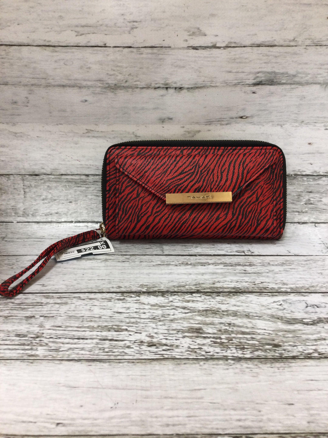 Primary Photo - brand: tahari , style: wallet , color: red , size: medium , sku: 125-4893-10109