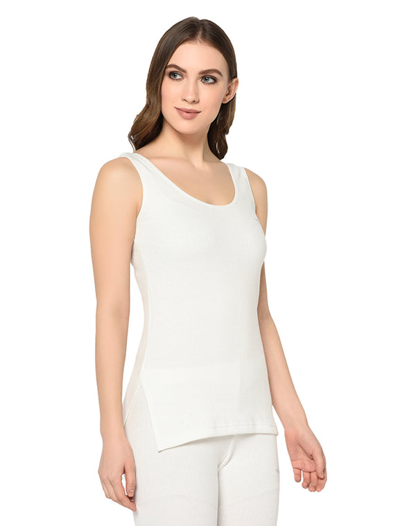 Women pearl white round neck sleeveless thermal top