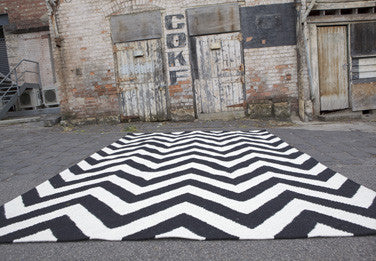 Chevron Black/White Wool Rug 1.60 x 2.30 m