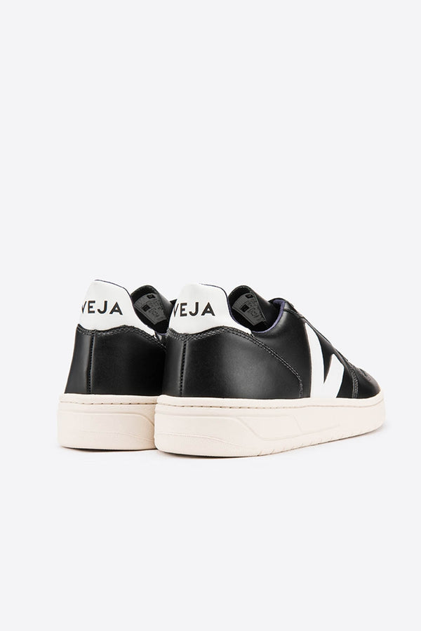Veja Black and White V10 Leather