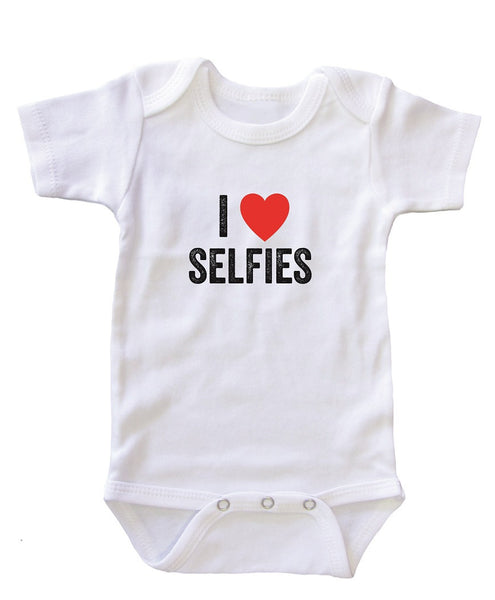 "Baby Shower Onesie Bodysuit ""I Heart Selfies"""