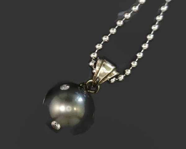 Black Tahitian Pearl Inlay Diamonds Pendant 14 Karat White Gold 11 mm Round Cultured Saltwater Pearl 5 Diamonds 0.10 CTW 3.3 Grams 3/4 Inch Long