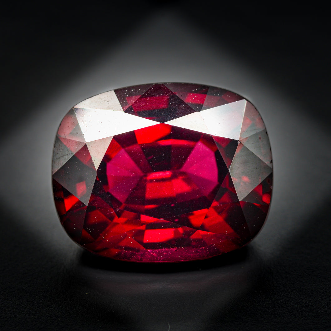 Grenat rhodolite 6.78 carats coussin