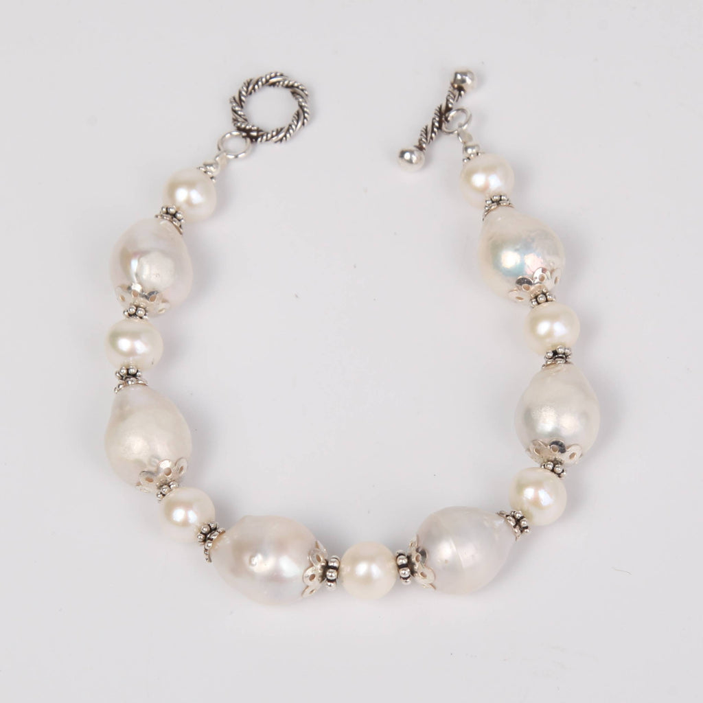 Detailed Fresh Water Pearls Bracelet with Sterling Silver