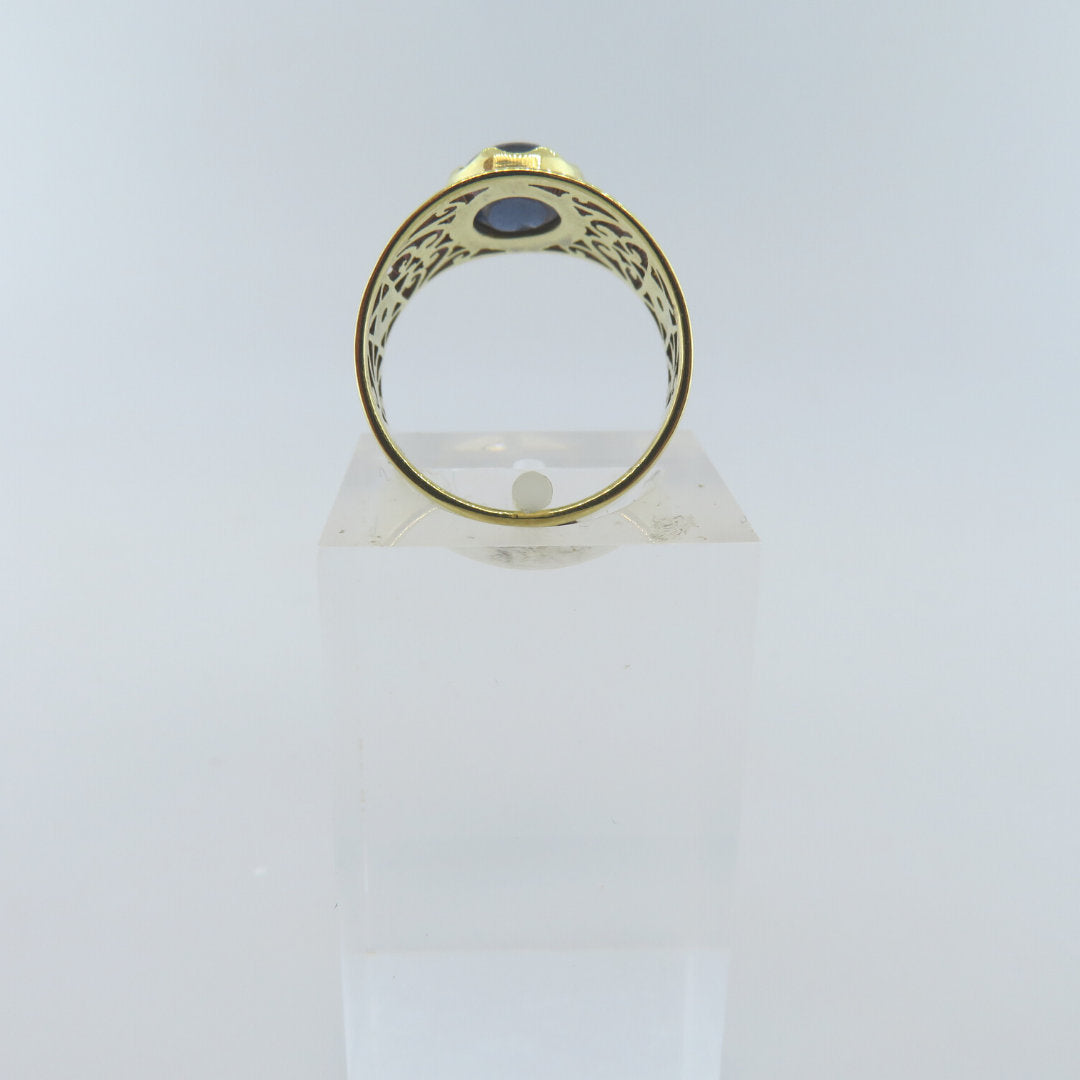 18K Gold Ring with Blue Sapphire and Diamonds