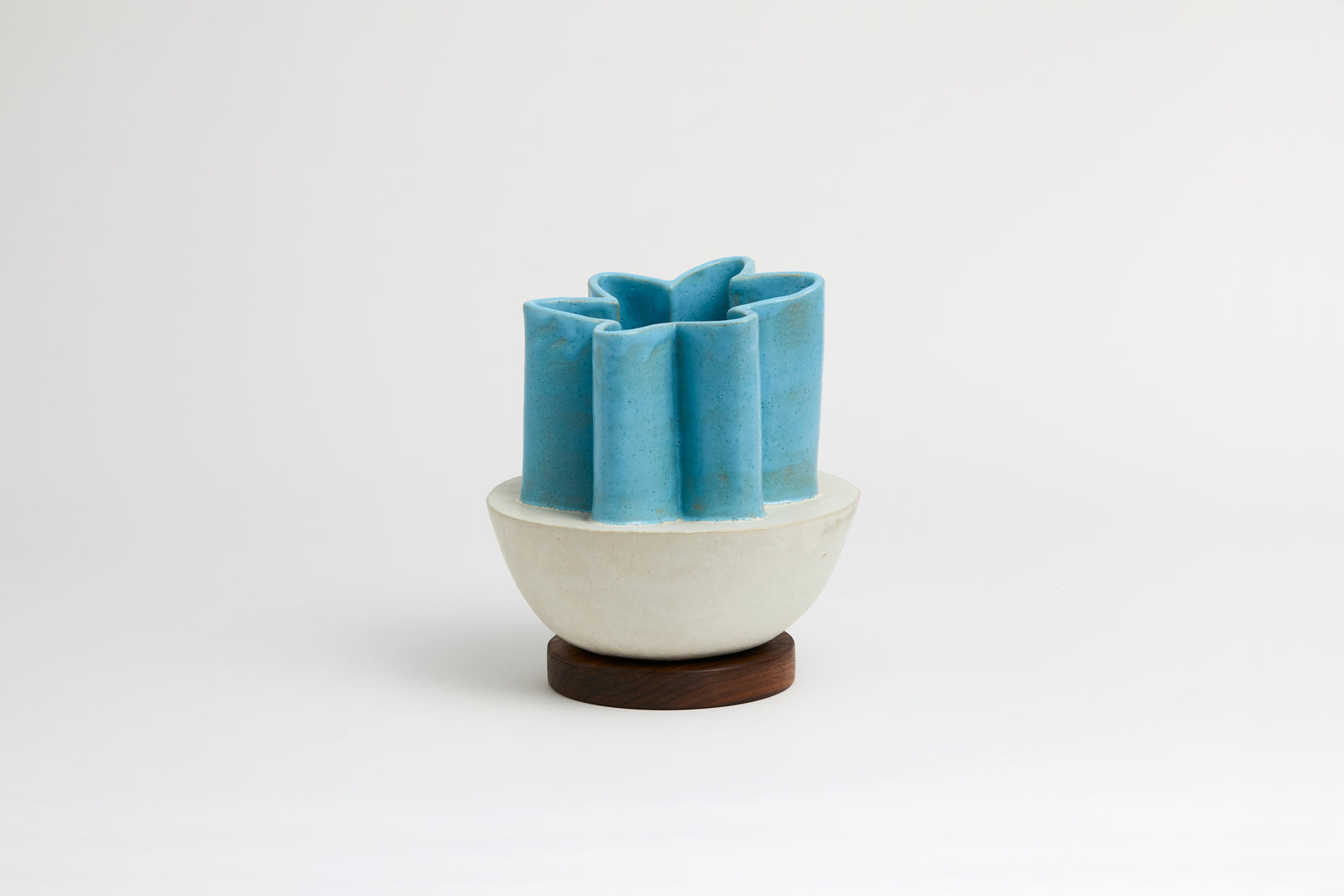 Half Scallop Vase Cream & Baby Blue