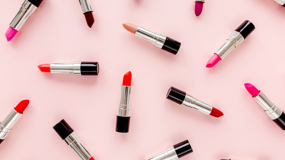Choosing the Right Color Lipstick to Complement Your Skin Tone