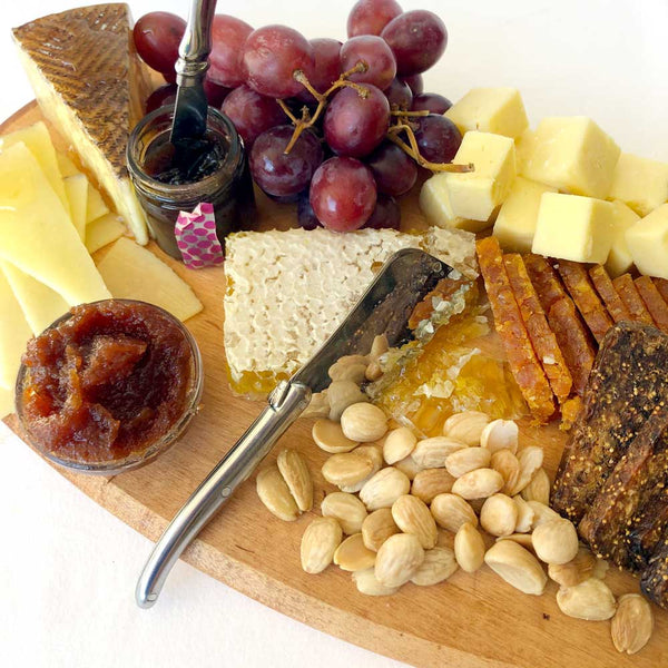 cheese board on barquegifts.com