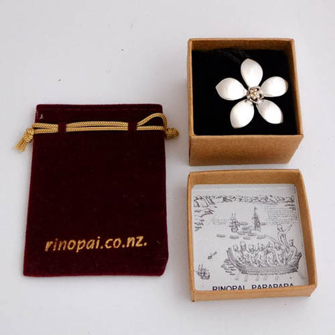 Manuka Flower Necklace | Jewellery nz | Redmanuka in box
