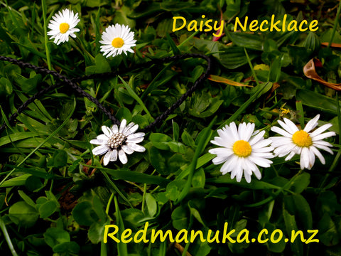 Jewellery NZ | Daisy Necklace with the daisies | Redmanuka